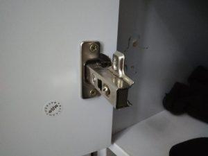 Ремонт вырванных петель шкафа