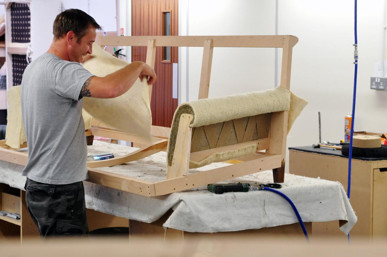 Как своими руками сделать мягкую мебель видео