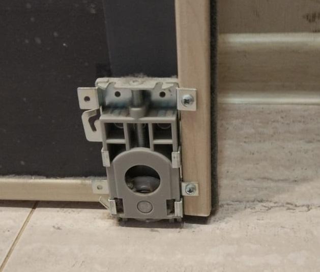 Замена роликов в шкафу-купе